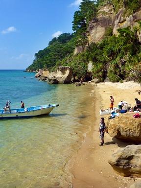 西表島の遊覧でプライベートビーチへ上陸