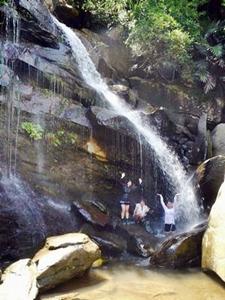 西表島の秘境の滝トレッキング