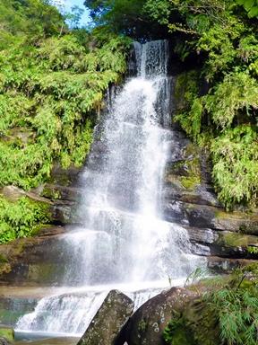 西表島トレッキングで行くナーラの滝