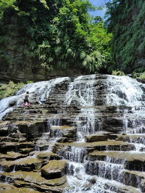 西表島トレッキングで行くマヤグスクの滝